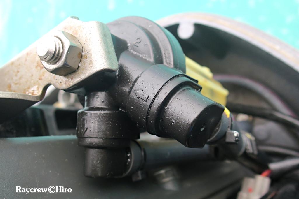 船外機の燃料フィルタケースカバーの亀裂修理