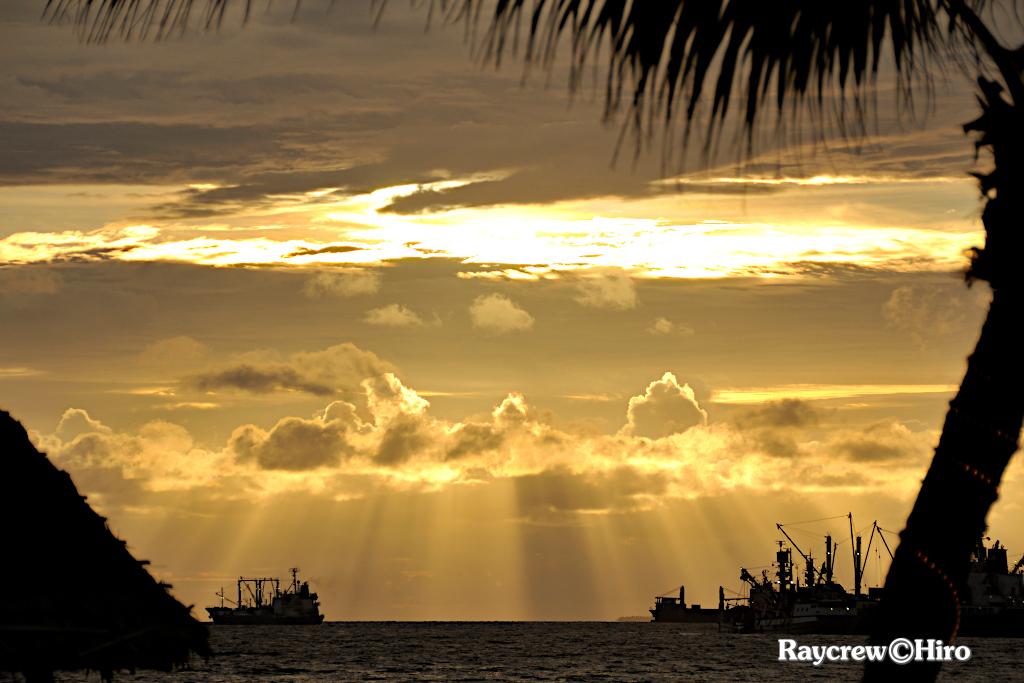 マーシャル諸島で観る神秘的な【光芒/こうぼう】現象